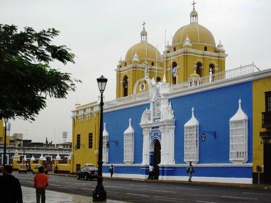 Lima, Líneas de Nazca, Paracas, Chiclayo, Trujillo, Arequipa, Puno, Cusco, Valle Sagrado