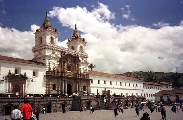 Ecuador Básico Low Cost